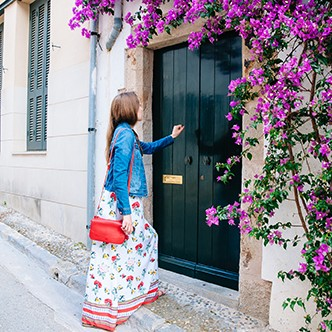 Girl knocking at the door